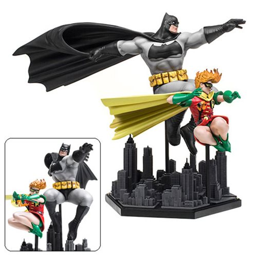Dark Knight Returns Frank Miller 1:10 Scale Deluxe Statue