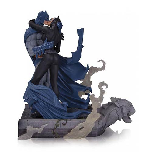 Hush Batman and Catwoman Kiss Statue