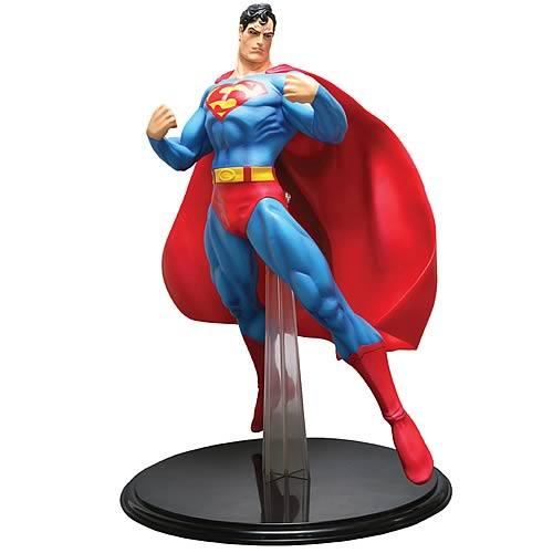 Superman 14-Inch Vinyl Statue
