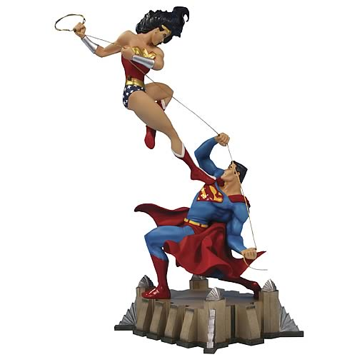 Wonder Woman vs. Superman Mini-Statue