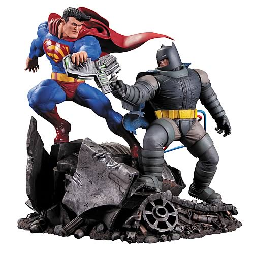 Dark Knight Returns Superman vs. Batman Statue