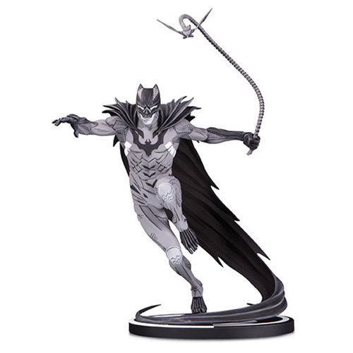 Batman_Black_and_White_by_Kenneth_Rocafort_Statue