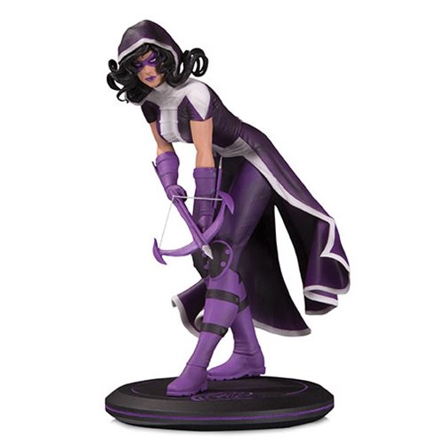 DC_Cover_Girls_Huntress_by_Joelle_Jones_Statue