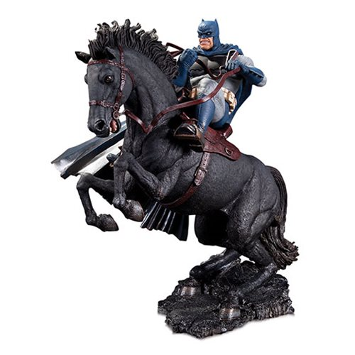 The_Dark_Knight_Returns_A_Call_to_Arms_Mini_Battle_Statue