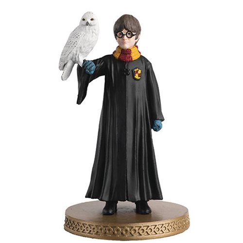 Harry Potter Wizarding World Collection 1st Year Harry and Hedwig Figure with Collector Magazine