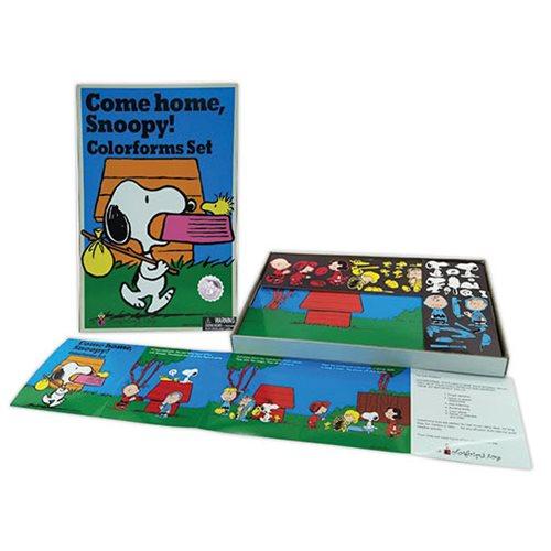 Colorforms Come Home Snoopy Retro Set