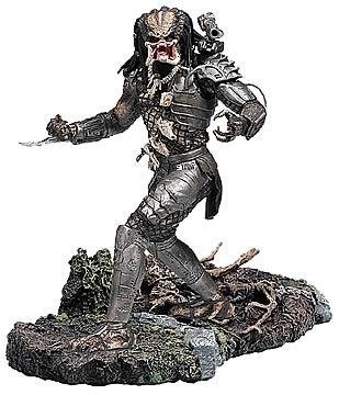 Deluxe Predator 12-inch Action Figure