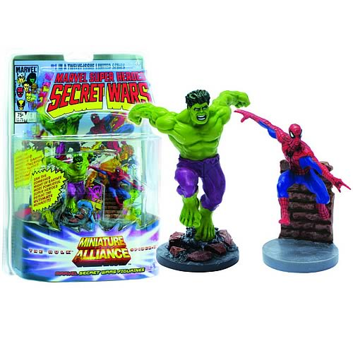 Marvel Secret Wars Spider-Man and Hulk Statues