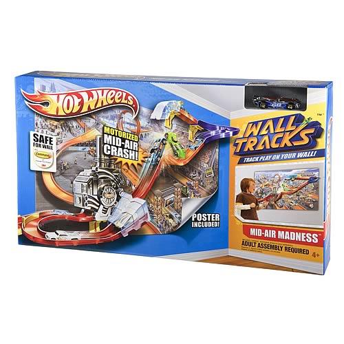 Hot Wheels Wall Tracks Mid-Air Madness Playset