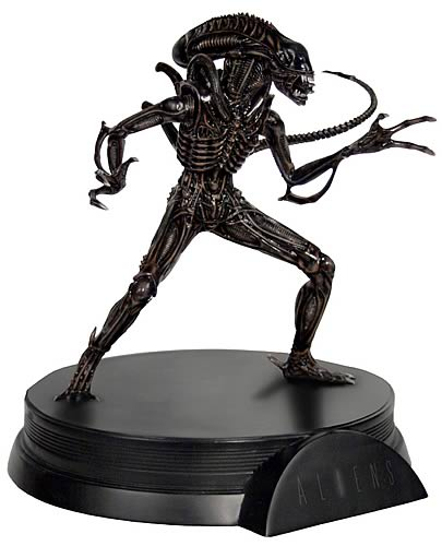 Alien Warrior Signature Series Statue