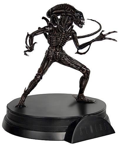 Alien Warrior Signature Series Statue