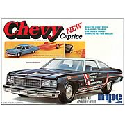 Chevy Caprice 1976 with Trailer Model Kit