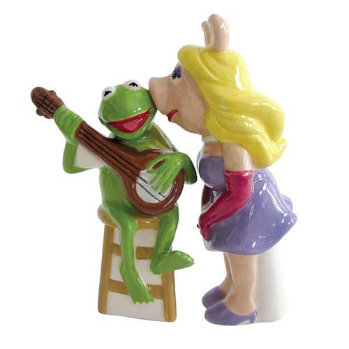 Muppets Miss Piggy Kissing Kermit Salt and Pepper Shakers