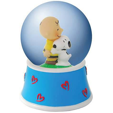 Peanuts Charlie Brown Hugging Snoopy Water Globe