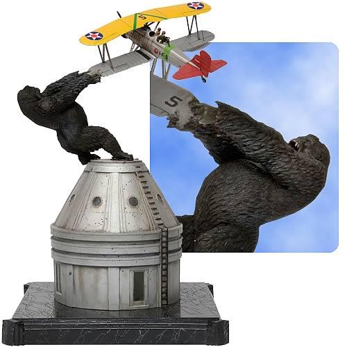 King Kong: Kong's Last Stand Statue