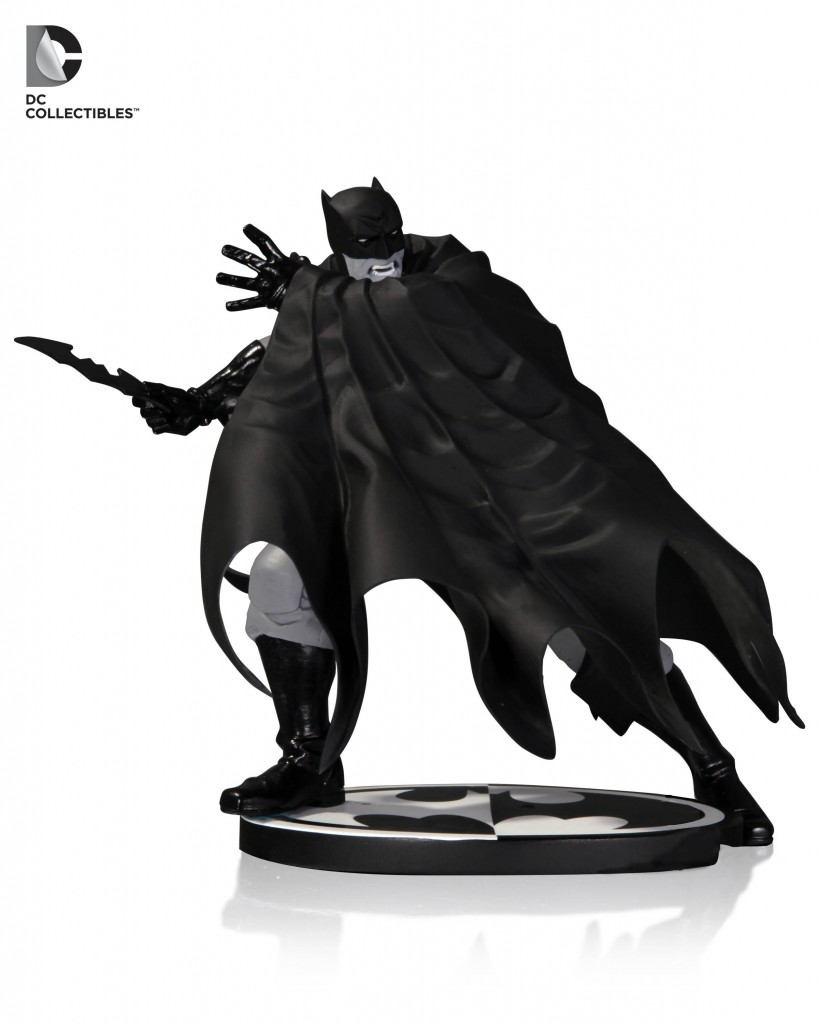 Batman-Black-and-White-Statue-1