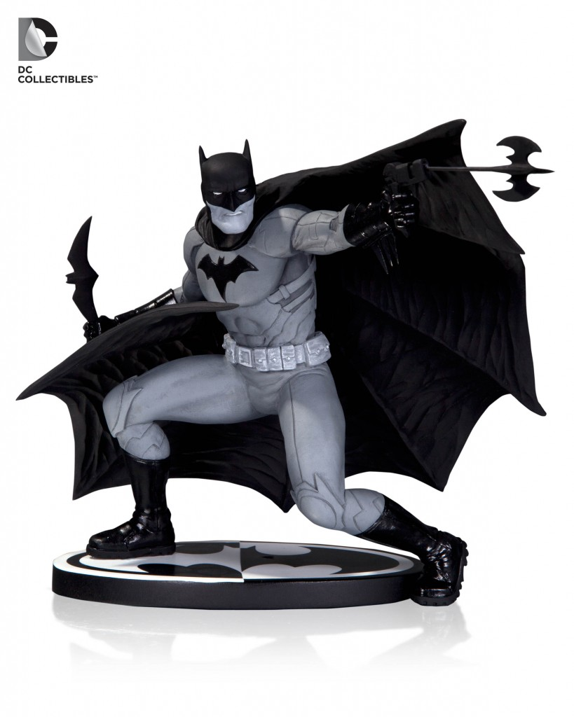 Batman-Black-and-White-Statue-2
