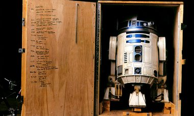 R2-D2 in His Crate: Cool New Photo