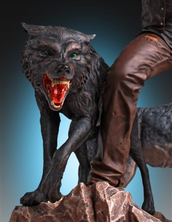 Daryl-Dixon-and-Wolves-Statue-by-Gentle-Giant-11