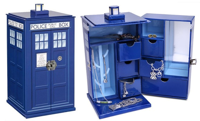 Store your jewelry with ease in this Doctor Who TARDIS Jewelry Box. You'd be surprised at how much bigger this is on the inside. Complete with 6 drawers, 4 hooks, and a ring hanger, there's plenty of space for all your needs. Keep your necklaces, rings, bracelets, and fob watches tidy inside the TARDIS Jewelry […]