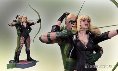 Black Canary and Her Beautiful Robin Hood Become Classic Statue