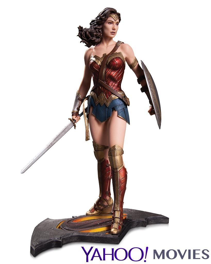 Batman v Superman Wonder Woman Statue