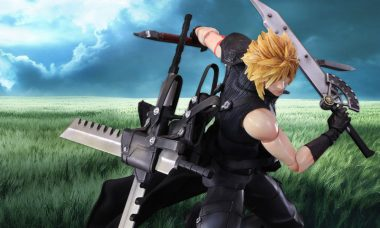 Cloud Strife Arms Himself as Final Fantasy VII Play Arts Kai Figure