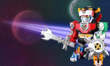 Team Up and Defend the Universe with Voltron Altimite DX Figure