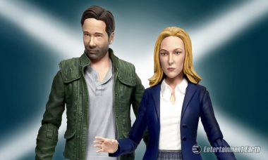 Mulder and Scully Return as X-Files 2016 Action Figure Set