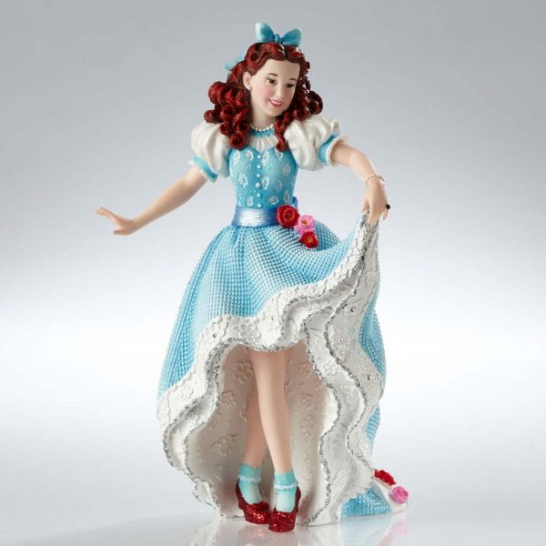 Wizard of oz couture de force statues are a tour de force for Couture a tours