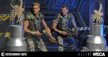 Lead an Epic Bug Hunt with This Colonial Marines Action Figure 2-Pack