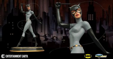 This Slinky Selina Statue Steals the Show