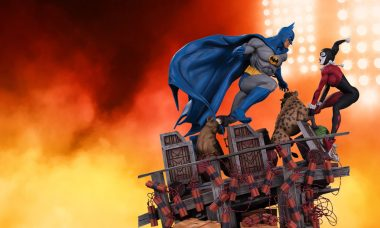 Batman and Harley Duke It out in This New Statue