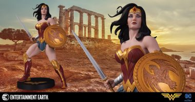 This Wonder Woman Statue Is a Gift from The Gods