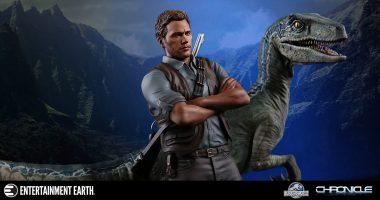 Jurassic World Owen and Blue Statue