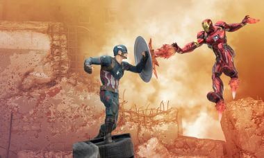 Captain America: Civil War Captain America v. Iron Man Premium Motion Statue