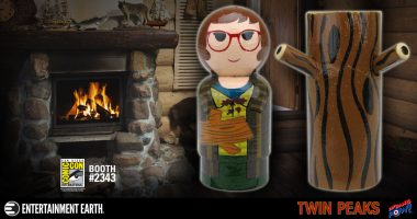 Something Is Missing and You Have to Find It – Limited Edition TWIN PEAKS Log Lady Pin Mate Set