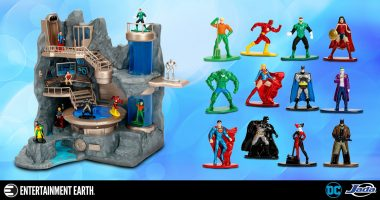 The Justice League and the Batcave in Nano Metalfigs Form? You Bet!