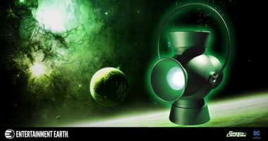 Light up Your Green Lantern Collection with This Brilliant Power Battery and Ring Prop Replica