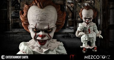 Creepy Clown Time – New Mezco Pennywise from It!