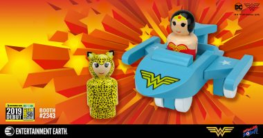 You Can't See This WONDER WOMAN™ INVISIBLE JET with WONDER WOMAN™ and CHEETAH™ Pin Mates Set – SDCC Debut!